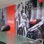 Những điều cần biết khi ứng dụng in pp trong trang trí showroom