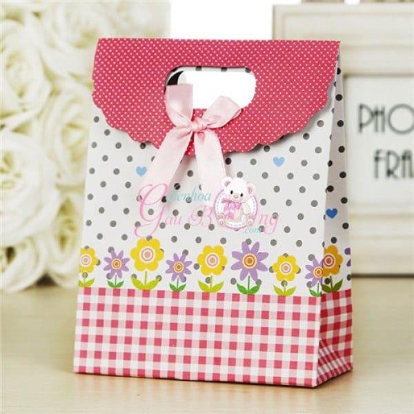 in túi giấy quà tặng khách hàng
