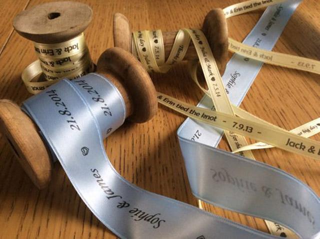 Tem cuộn vải được ứng dụng trong ngành thời trang, may mặc