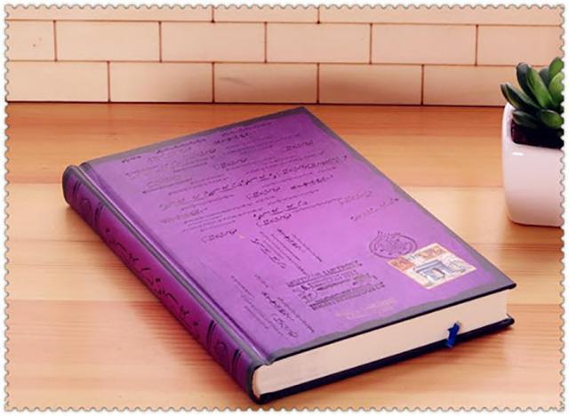 Thiết kế cuốn sổ ấn tượng với người nhận