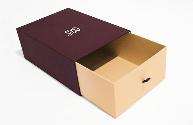 Có rất nhiều thiết kế và kiểu dáng hộp đựng giày khác nhau trên thị trường hiện nay