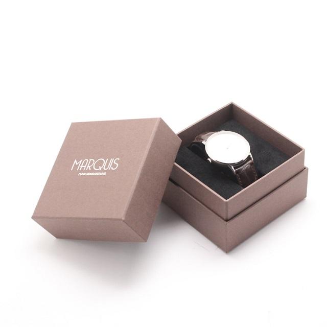 Việc in vỏ hộp đồng hồ giúp khách hàng dễ nhận diện thương hiệu