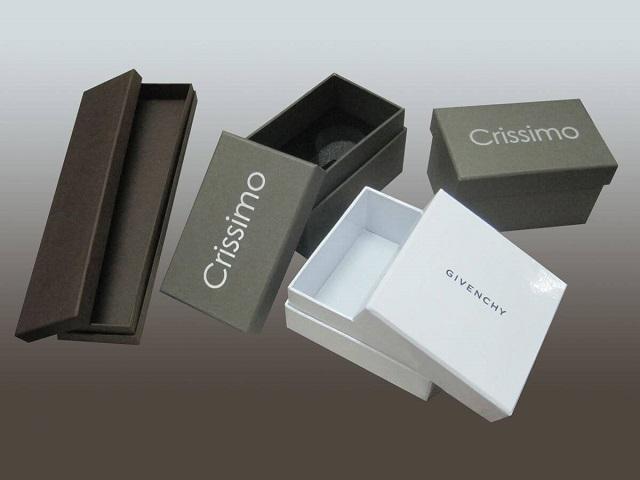 Có rất nhiều kiểu dáng hộp đựng quà khác nhau theo nhu cầu của khách hàng